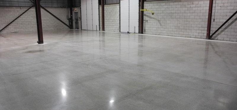Patios con pavimento de hormig n pulido hormigon impreso barcelona - Pavimento hormigon pulido ...
